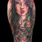 Tatuaje de mujer realista a color. Brazo entero. Zaragoza