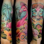 Tatuaje flamingos y tiki a color. Abbyss Zaragoza